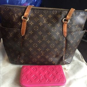 Luis vuitton Tottaly MM, come with dust bag